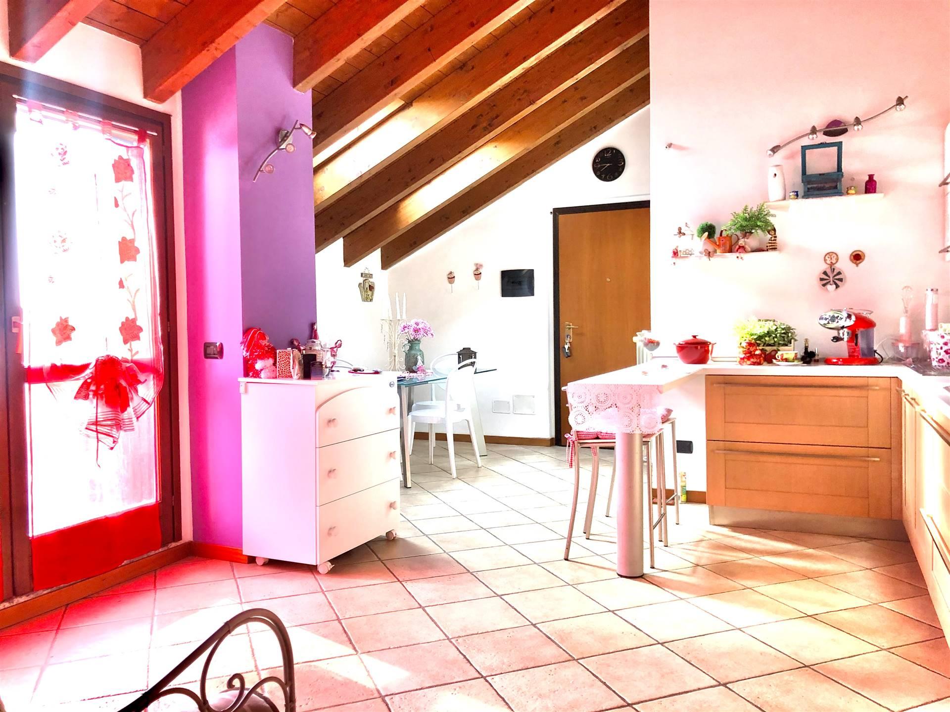 Appartamento in Vendita a Ornago: 2 locali, 65 mq