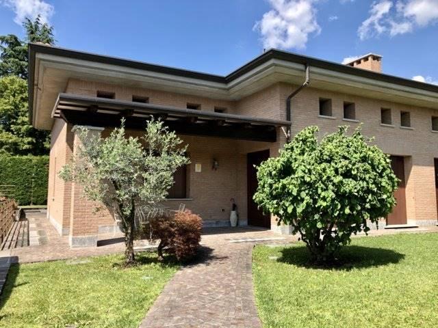Villa in Vendita a Vimercate: 5 locali, 350 mq