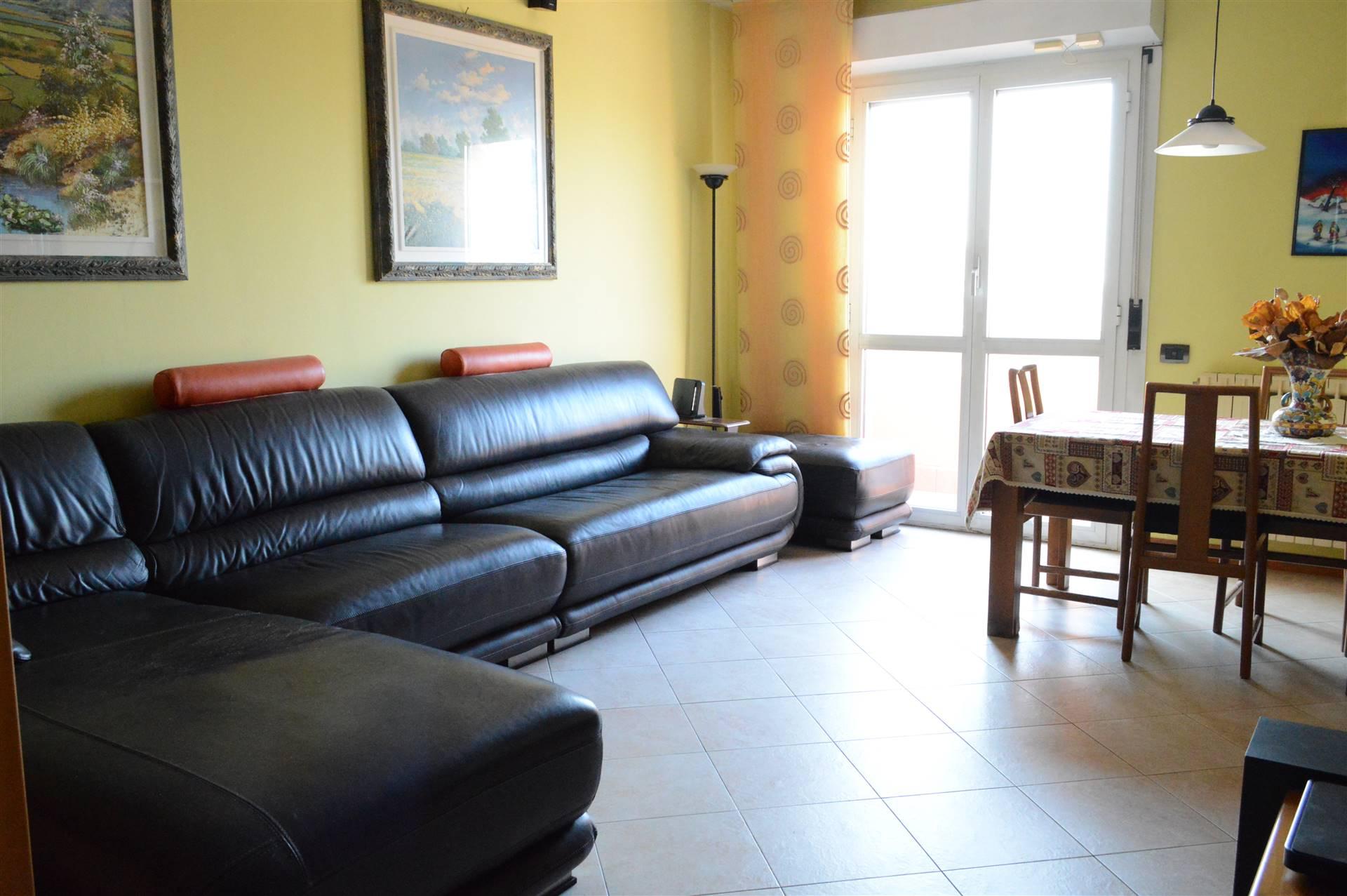 Appartamento in Vendita a Muggio': 4 locali, 101 mq
