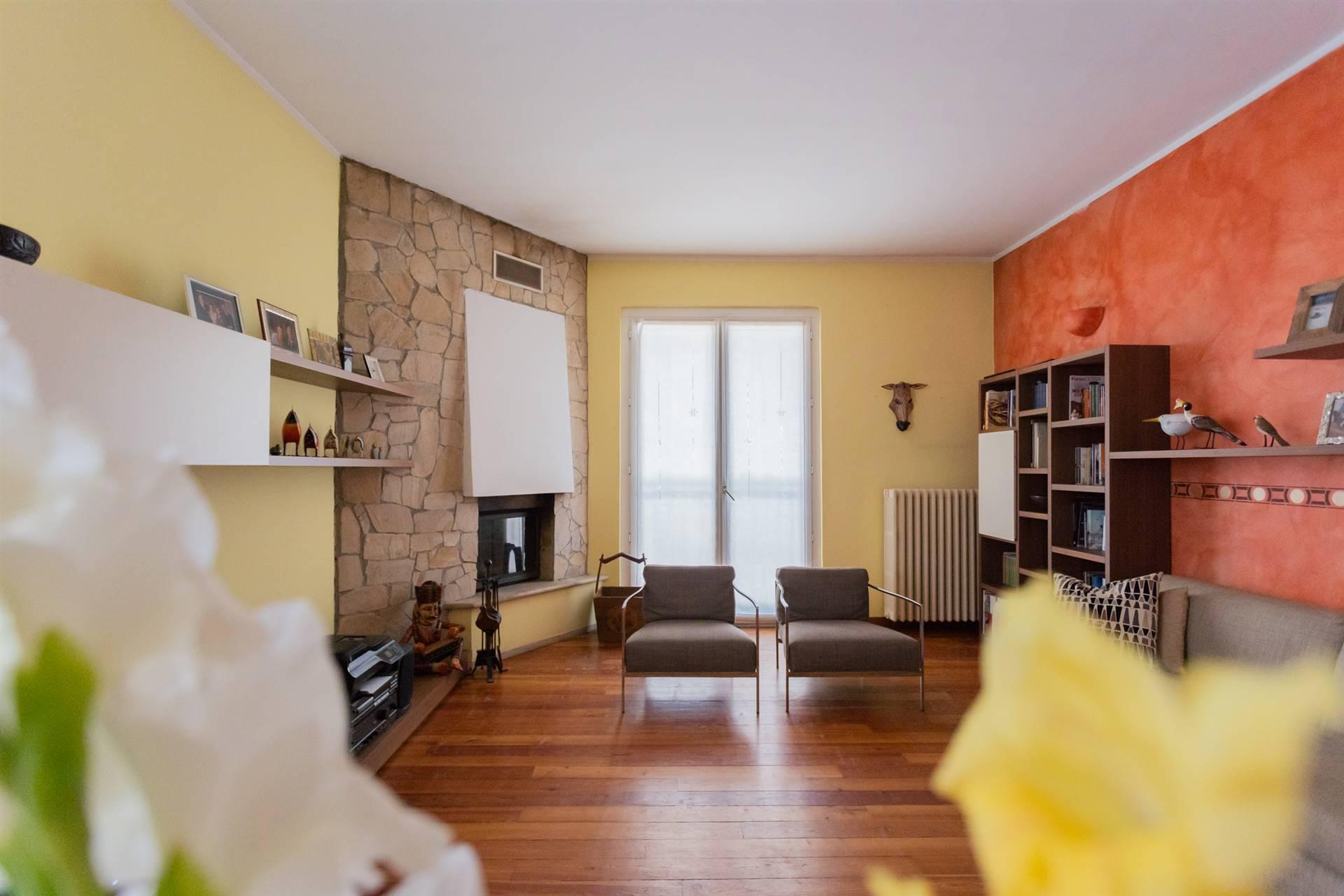 Appartamento in Vendita a Usmate Velate: 4 locali, 120 mq