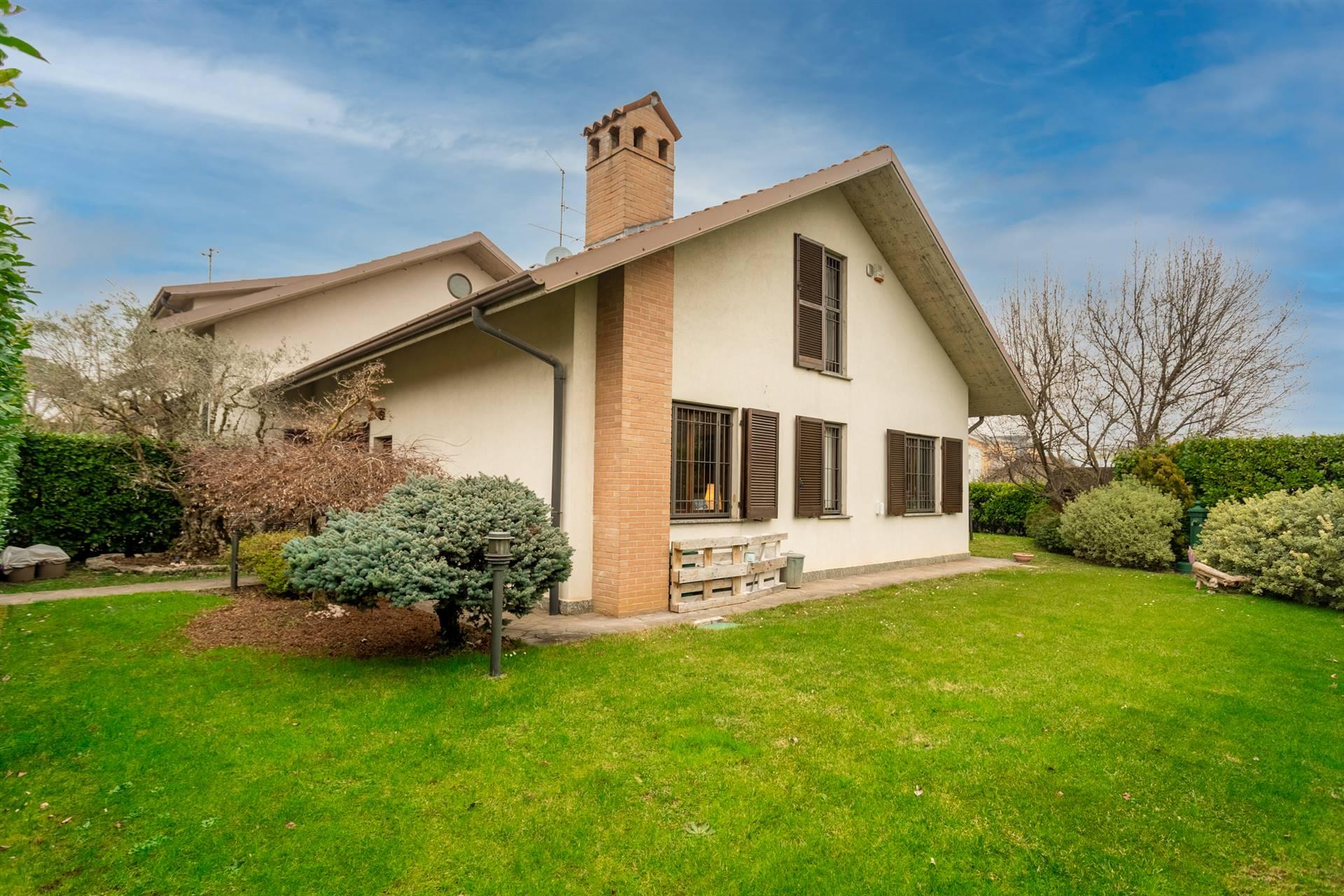 Villa in Vendita a Bernareggio: 4 locali, 267 mq