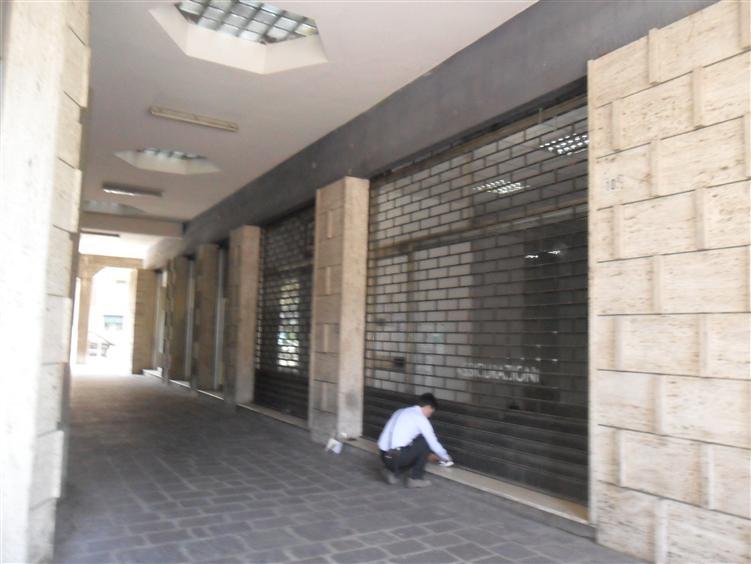 Negozio, Prossimità Centro, Modena, abitabile