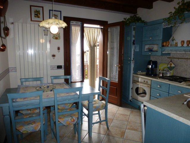 Villa a schiera, Montecreto, in ottime condizioni