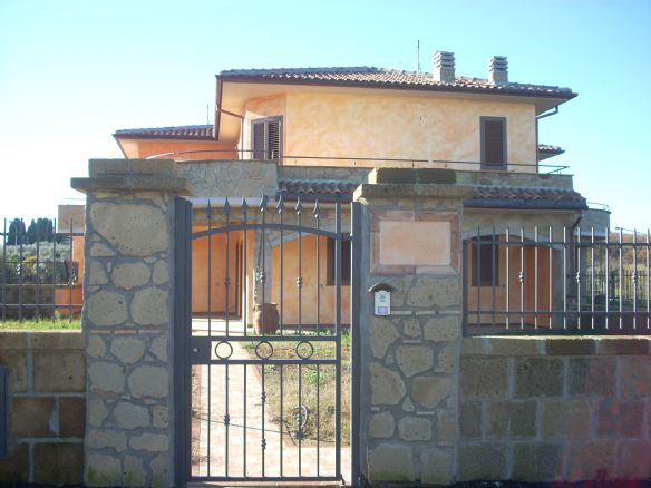 Case capodimonte compro casa capodimonte in vendita e for Casa del merluzzo del capo con portico