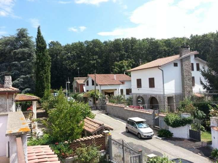 Appartamento indipendente in Via Trento  10, Tre Croci, Vetralla