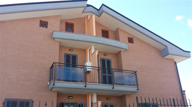 Appartamento in vendita a Roma, 4 locali, zona Località: VALLE FIORITA, prezzo € 195.000 | Cambiocasa.it