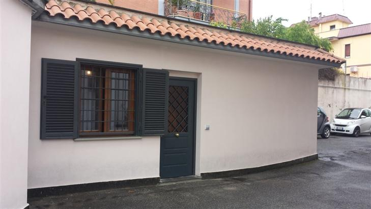 Bilocale in Via Fontana Candida  18, Finocchio - Torre Gaia - Tor Vergata, Roma