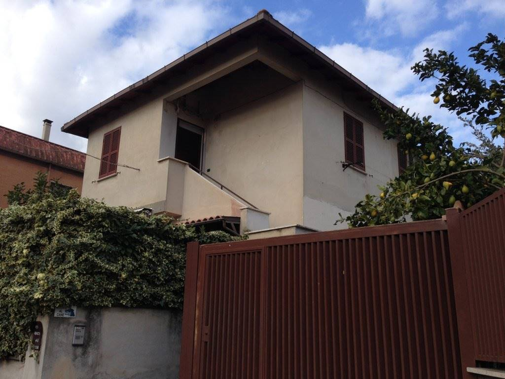 Appartamento indipendente in Via Adrano  6, Finocchio - Torre Gaia - Tor Vergata, Roma