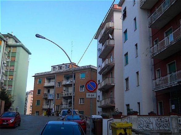 Appartamento in vendita a Chieti, 4 locali, zona Località: CENTRO, prezzo € 28.000 | Cambio Casa.it
