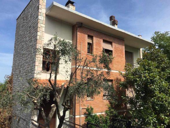 Soluzione Indipendente in vendita a Chieti, 6 locali, zona Zona: Pietragrossa, prezzo € 245.000 | Cambio Casa.it