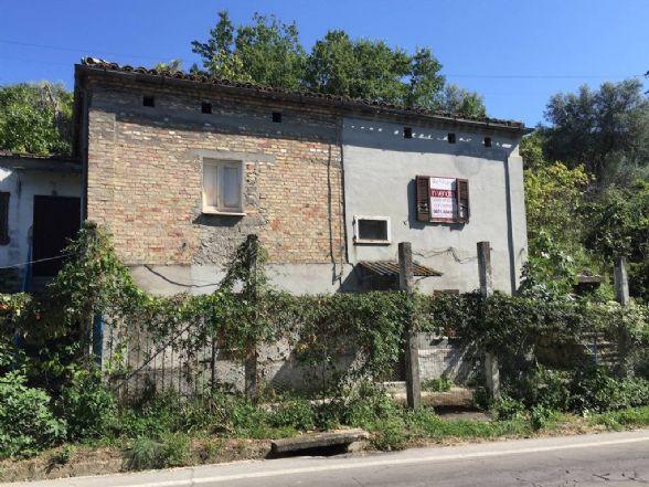 Soluzione Indipendente in vendita a Chieti, 7 locali, zona Zona: Periferia, prezzo € 65.000 | Cambio Casa.it