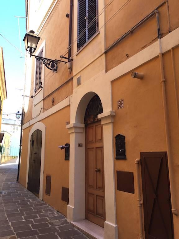 Soluzione Indipendente in vendita a Chieti, 4 locali, zona Zona: Centro storico, prezzo € 88.000 | Cambio Casa.it
