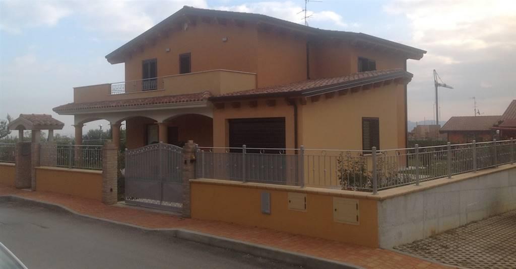 Villa in vendita a Rosciano, 6 locali, zona Zona: Villa Oliveti, prezzo € 320.000 | Cambio Casa.it