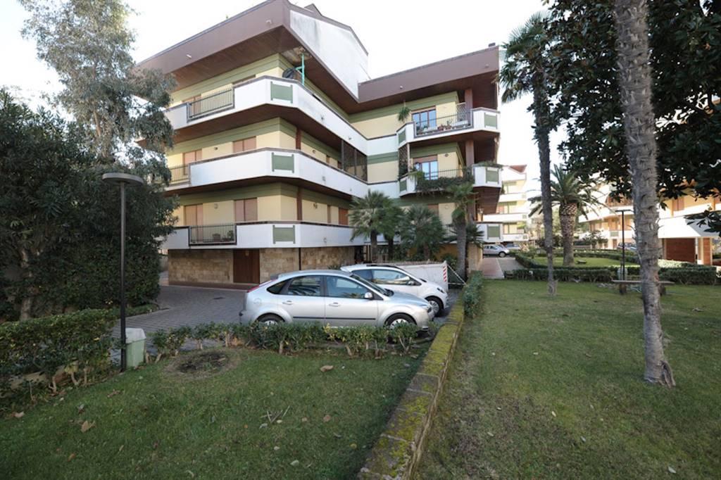 Francavilla al Mare zona Nord, a confine con Pescara, all'interno del Residence Lido Pioppeto, in un contesto residenziale esclusivo e riservato
