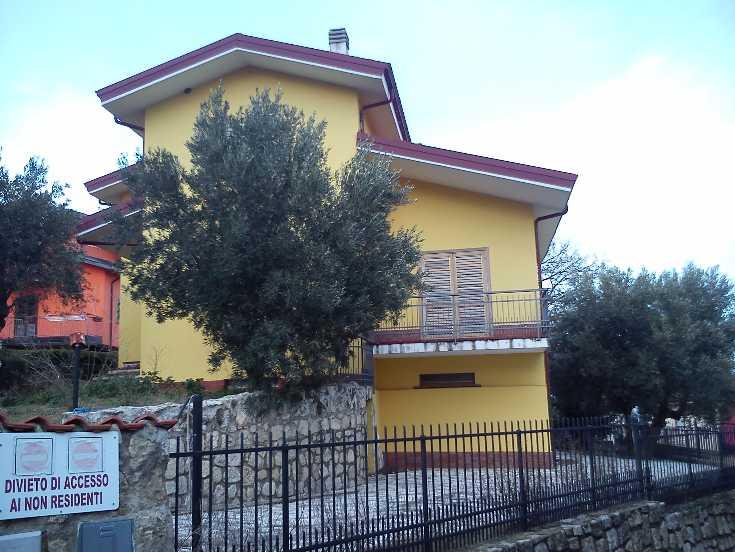 Villa in vendita a Marano Marchesato, 10 locali, prezzo € 214.000 | CambioCasa.it