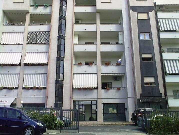 Appartamento in vendita a Cosenza, 2 locali, zona Zona: Città 2000, prezzo € 66.000 | CambioCasa.it