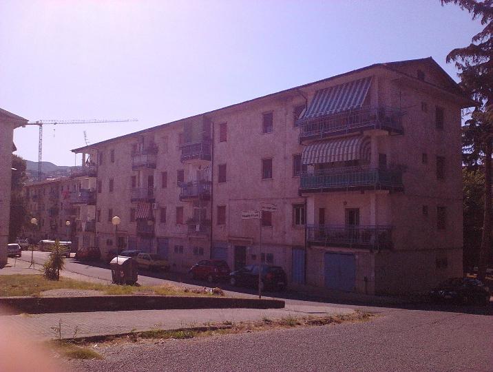 Appartamento in vendita a Cosenza, 5 locali, zona Zona: Città 2000, prezzo € 59.000 | Cambio Casa.it
