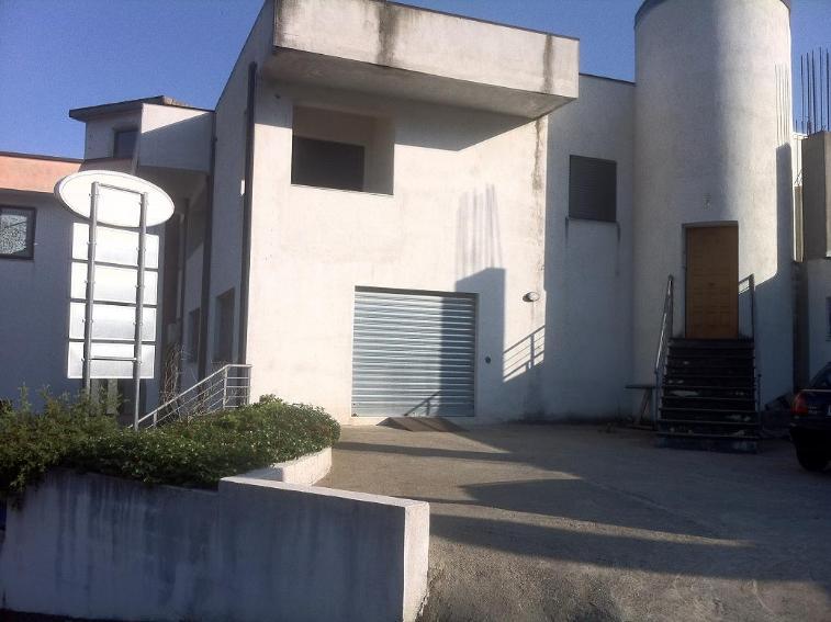 Palazzo / Stabile in vendita a Castrolibero, 10 locali, prezzo € 380.000 | Cambio Casa.it