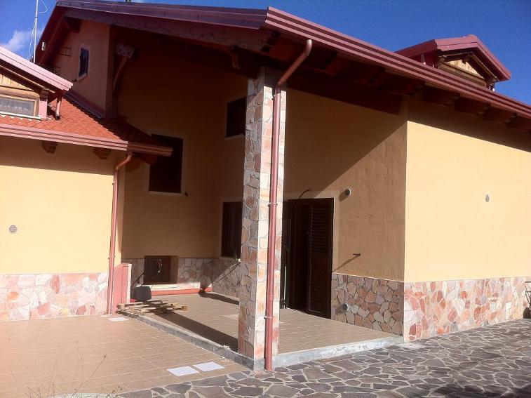 Villa in vendita a Mendicino, 6 locali, prezzo € 200.000 | Cambio Casa.it