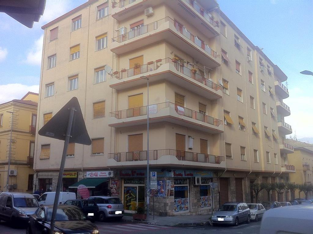Appartamento in vendita a Cosenza, 3 locali, zona Zona: Viale Trieste, prezzo € 60.000 | Cambio Casa.it