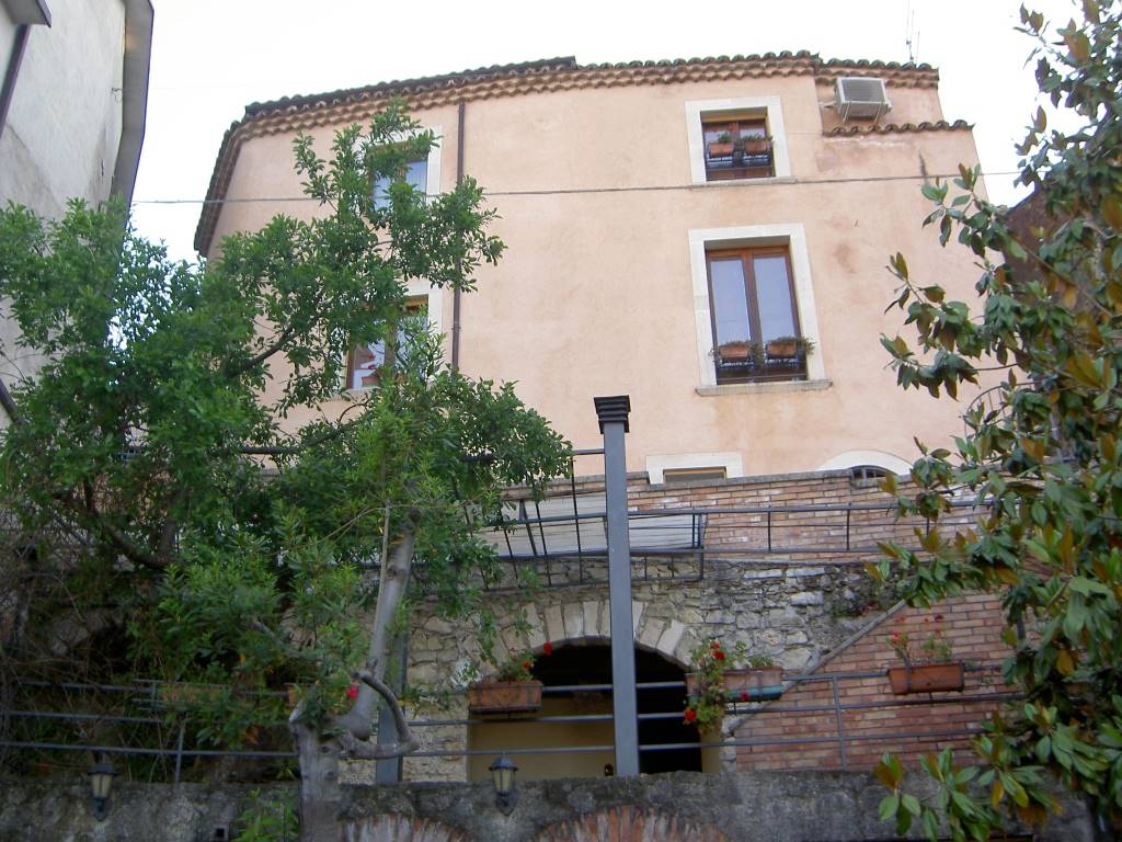 Villa in vendita a Rende, 9 locali, prezzo € 250.000 | Cambio Casa.it