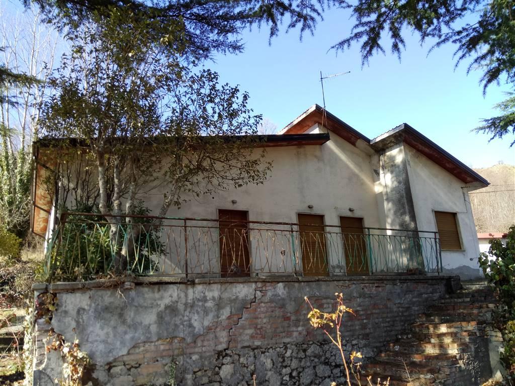 Villa in vendita a Domanico, 10 locali, prezzo € 119.000 | Cambio Casa.it
