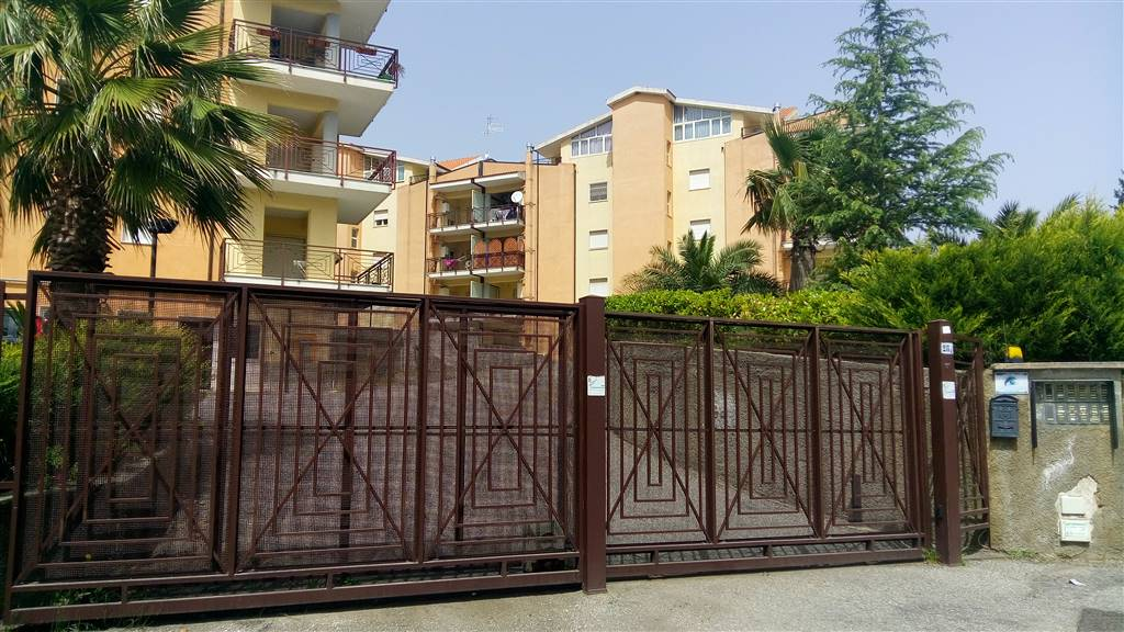 Appartamento in affitto a Rende, 3 locali, zona Località: SANTO STEFANO DI RENDE, prezzo € 360 | CambioCasa.it