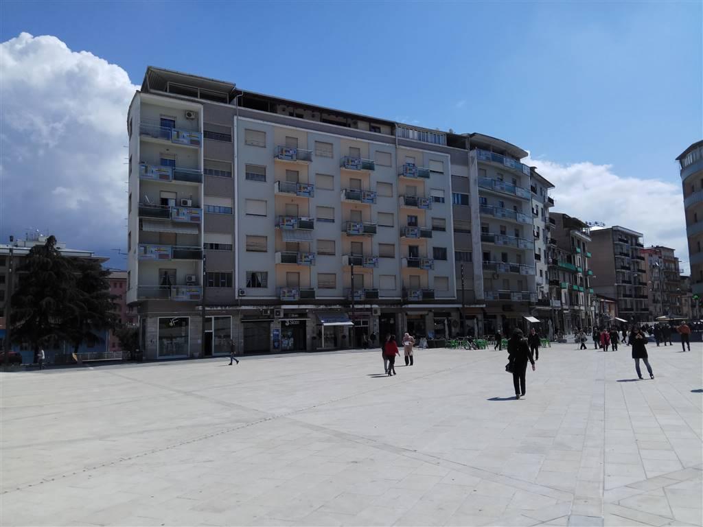 Appartamento in affitto a Cosenza, 4 locali, zona Zona: Mazzini, prezzo € 590 | CambioCasa.it