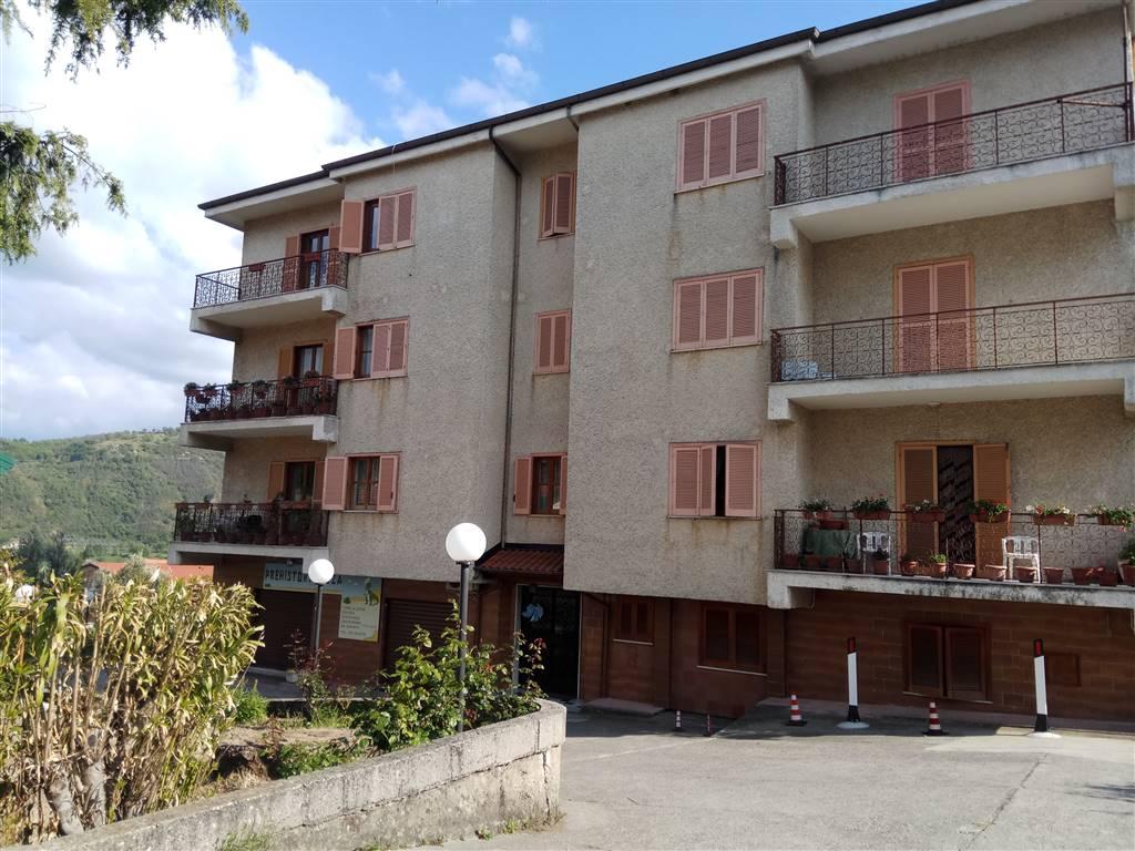 Appartamento in affitto a Mendicino, 6 locali, zona Zona: Tivolille, prezzo € 360 | Cambio Casa.it
