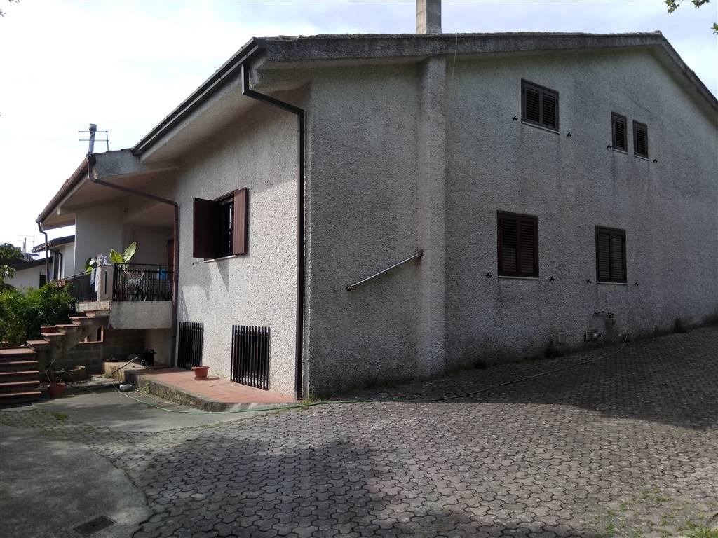 Villa Bifamiliare in affitto a Cerisano, 8 locali, prezzo € 320 | Cambio Casa.it