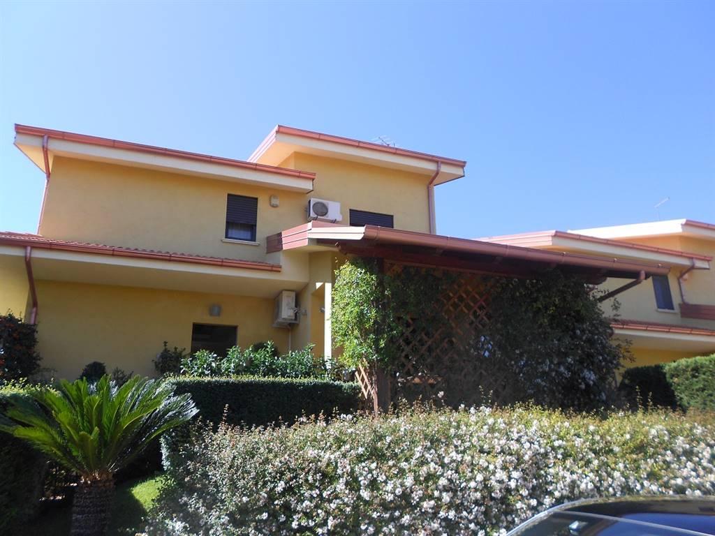 Villa in vendita a Mendicino, 11 locali, zona Zona: Di Pasquali, prezzo € 250.000 | CambioCasa.it