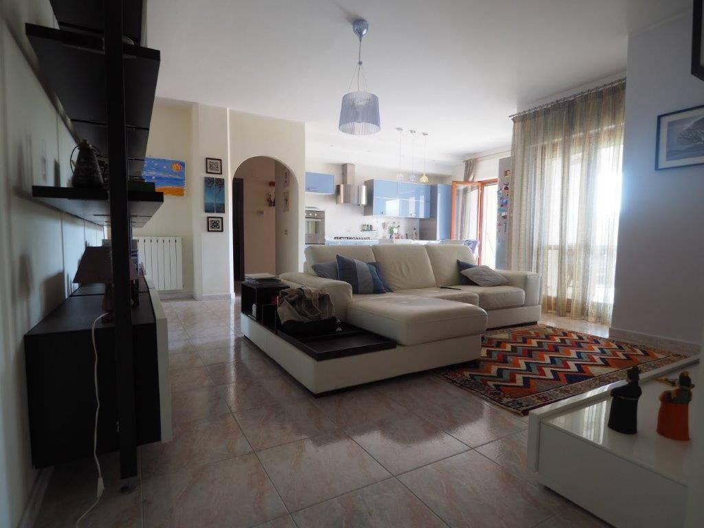 Appartamento in vendita a Montalto Uffugo, 5 locali, zona Località: TAVERNA, prezzo € 120.000 | CambioCasa.it