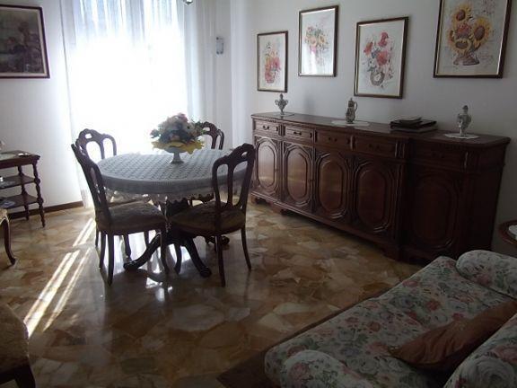 Appartamento in vendita a Arese, 3 locali, prezzo € 230.000 | Cambio Casa.it