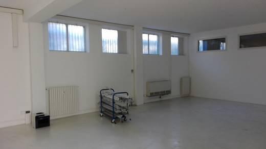 Laboratorio in Affitto a Milano 20 Bicocca / Crescenzago / Cimiano: 200 mq