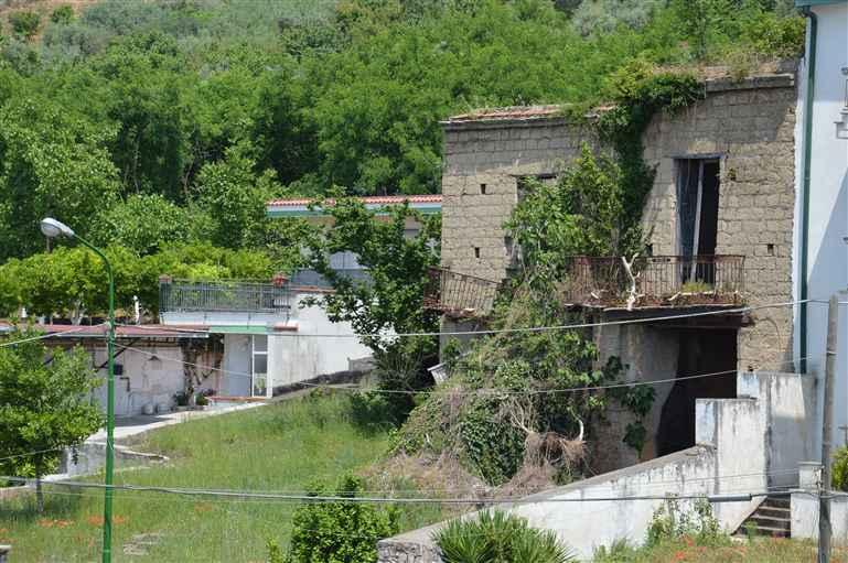 Rustico-casale  in Vendita a San Paolo Bel Sito