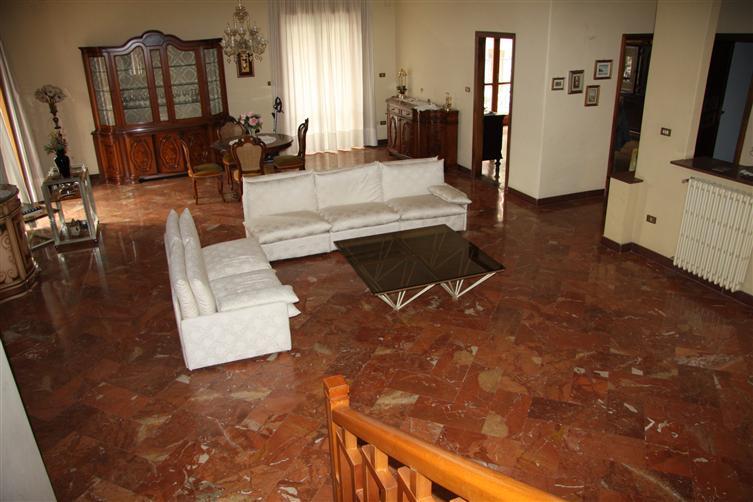 Villa in Semicentrale 100, Nola