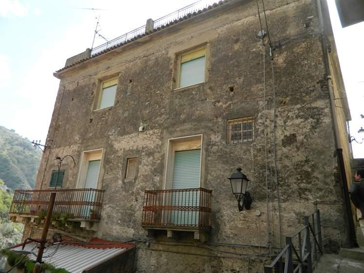 Palazzo in Vico Immacolata, Borgo, Itala