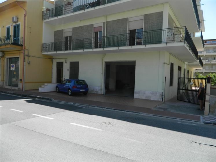 Quadrilocale in Via Nazionale  91, Monforte Marina, Monforte San Giorgio