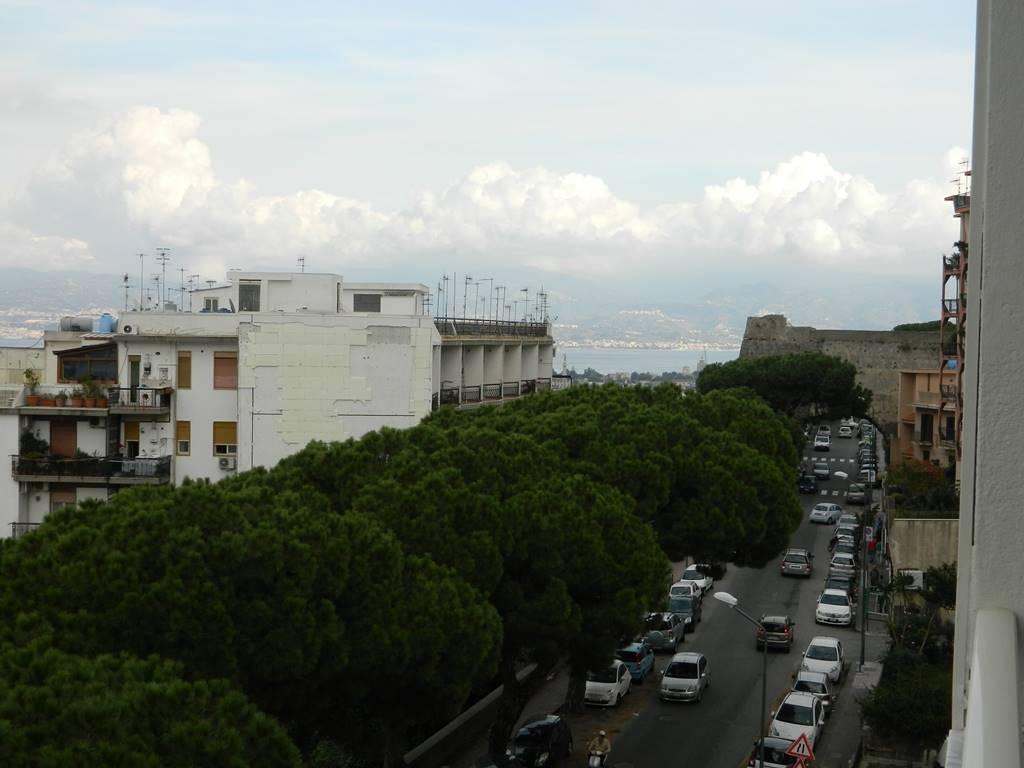 Appartamento in Viale Principe Umberto, C. Storico: Duomo, Via Garibaldi, C.so Cavour, Messina