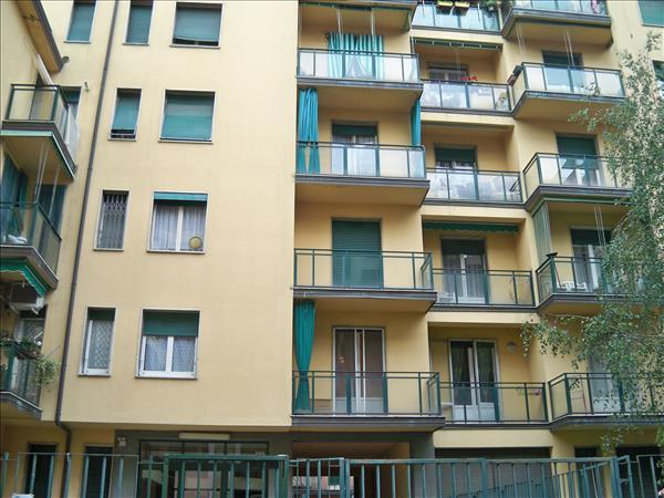 Quadrilocale in Via Albino, Bande Nere , Primaticcio , Inganni, Milano