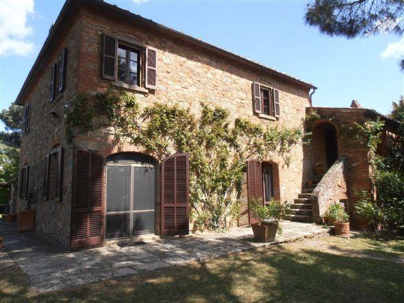 Rustico-casale  in Vendita a Foiano Della Chiana