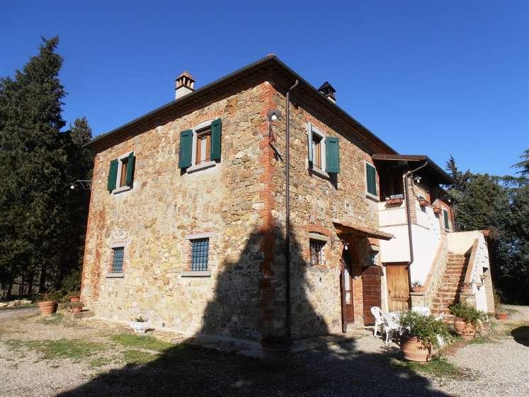 Rustico-casale  in Vendita a Lucignano