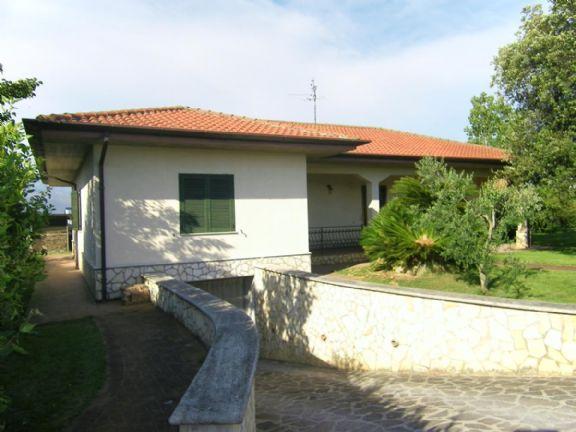 Villa in vendita a Latina, 8 locali, zona Zona: Borgo San Michele, prezzo € 450.000 | Cambio Casa.it