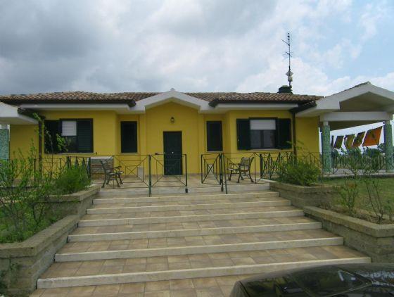 Villa in vendita a Latina, 7 locali, zona Zona: Periferico, prezzo € 535.000 | Cambio Casa.it