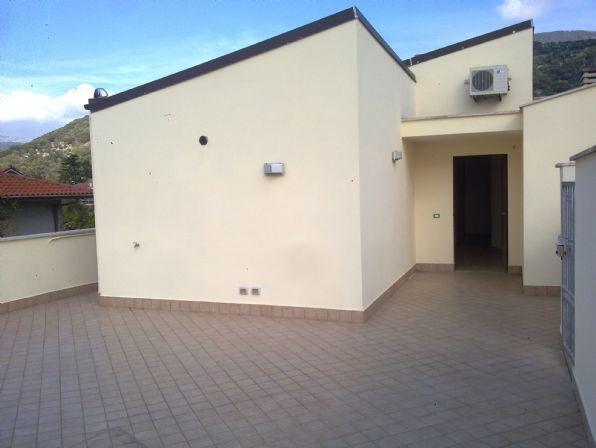 Appartamento in vendita a Sermoneta, 5 locali, zona Zona: Monticchio, prezzo € 200.000 | Cambio Casa.it