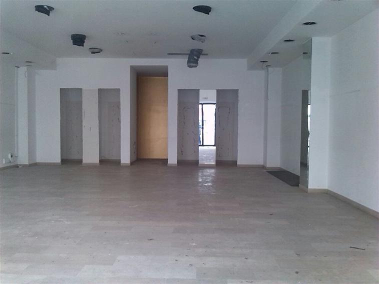 Negozio / Locale in affitto a Latina, 9999 locali, zona Zona: Centro storico, prezzo € 3.000 | Cambio Casa.it