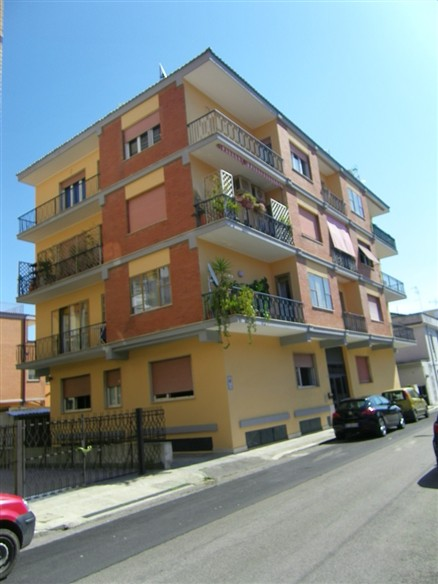 Appartamento in vendita a Latina, 5 locali, zona Località: PICCARELLO-PIAZZA MORO, prezzo € 160.000 | Cambio Casa.it