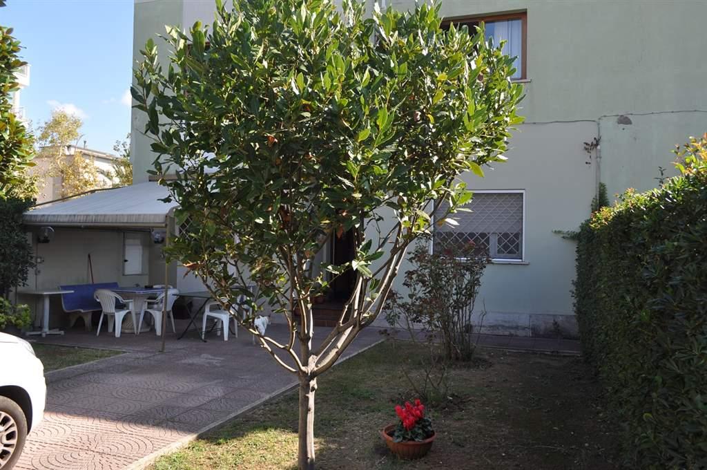 Soluzione Indipendente in vendita a Latina, 6 locali, zona Zona: Centro storico, prezzo € 268.000 | Cambio Casa.it