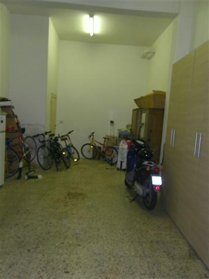 Magazzino in affitto a Latina, 1 locali, zona Località: ISONZO, prezzo € 400 | Cambio Casa.it