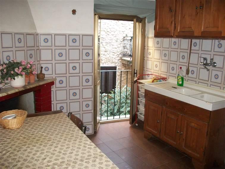 Appartamento in vendita a Maenza, 4 locali, prezzo € 50.000 | Cambio Casa.it
